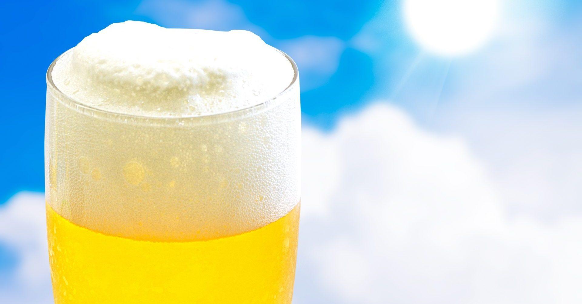ビールはジョッキと瓶、どっち派?味やおいしさに明確な違いはあるのか。