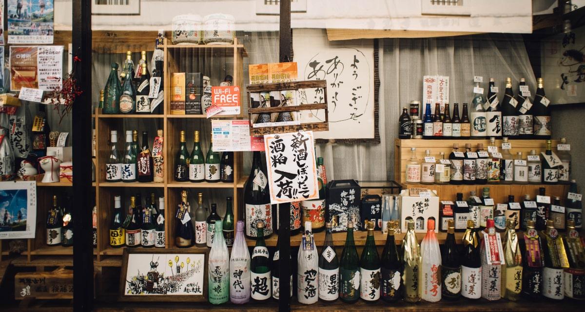 日本酒の瓶の色にはどんな違いや意味がある?緑や茶色が多い理由は?